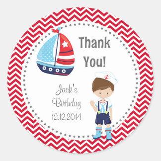 Pegatinas del cumpleaños del muchacho de marinero pegatina redonda