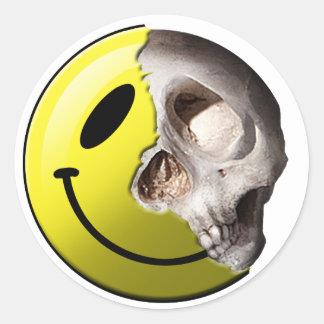 Pegatinas del smiley del cráneo pegatina redonda