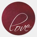 Pegatinas rojo oscuro del amor etiquetas redondas