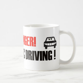 ¡Peligro! ¡Conducción maníaca! Taza Clásica