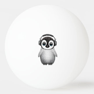 Pelota De Ping Pong Auriculares que llevan de DJ del pingüino lindo