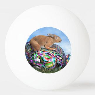 Pelota De Ping Pong Conejo en su huevo colorido para Pascua - 3D