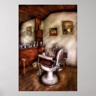 Peluquero - en la peluquería de caballeros póster