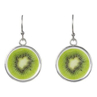 Pendientes Fruta de kiwi fresca. Primer redondo de la