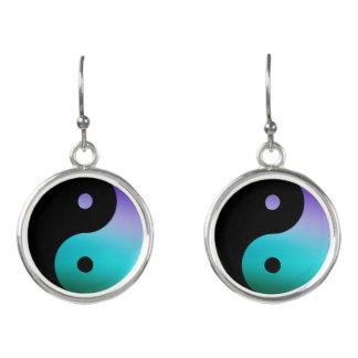 Pendientes negros púrpuras del símbolo de Yin-Yang