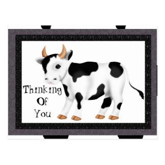 Pensamiento en usted postal de la vaca