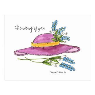 Pensamiento en usted postal del gorra del rosa