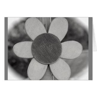 Pensamiento en usted tarjeta con la flor de madera