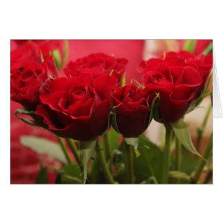 Pensamiento en usted tarjeta con los rosas