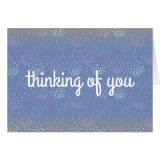 """""""Pensando en usted"""" tarjeta etérea de las flores"""