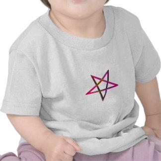 Pentagram invertido tridimensional camiseta