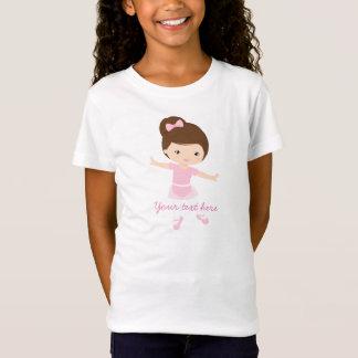 Pequeña bailarina con el equipo rosado camiseta