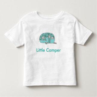 Pequeña camiseta del niño del campista