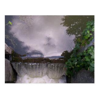 Pequeña cascada postal
