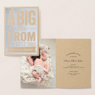 Pequeña invitación del nacimiento del bebé del tarjeta con relieve metalizado