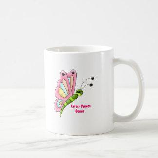 Pequeña mariposa de la cuenta de las cosas tazas de café
