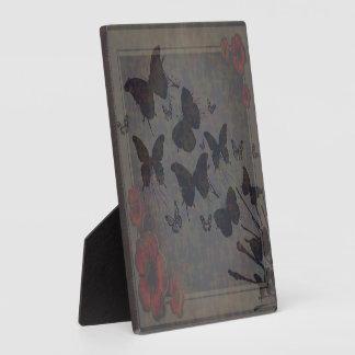 Pequeña placa de la foto de la mariposa vacante