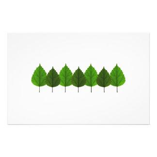 Pequeño bosque verde feliz de la hoja del árbol papeleria