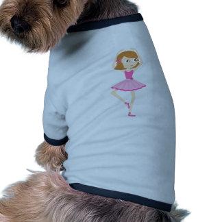 Pequeño chica lindo de la bailarina en tutú rosado camiseta con mangas para perro