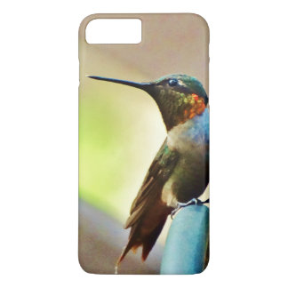 Pequeño colibrí de rubíes y verde encaramado funda iPhone 7 plus