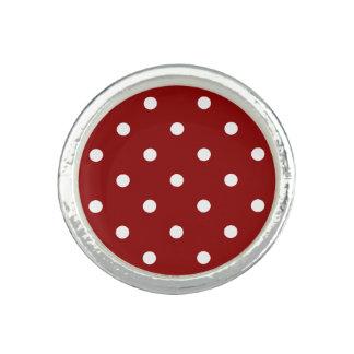 Pequeño fondo blanco de centro blanco del rojo de anillos
