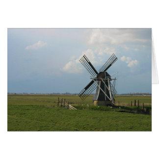 Pequeño molino de viento holandés en tarjeta de no