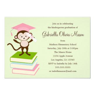 Pequeño mono - la fiesta de graduación del rosa el invitación 12,7 x 17,8 cm