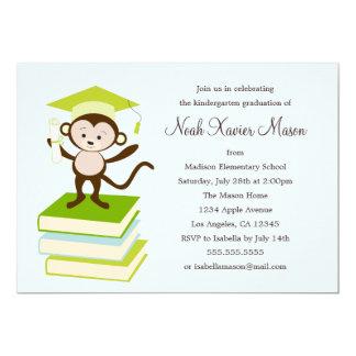 Pequeño mono - la fiesta de graduación del verde invitación 12,7 x 17,8 cm