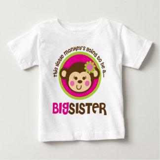 Pequeño mono que va a ser una hermana grande camiseta de bebé