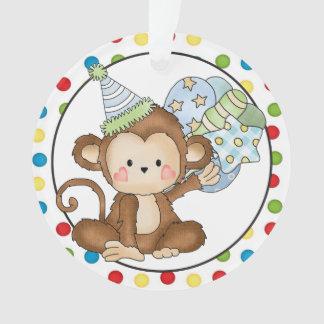 Pequeño ornamento del feliz cumpleaños del mono