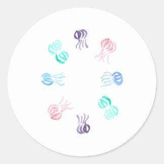 Pequeño pegatina redondo brillante de las medusas