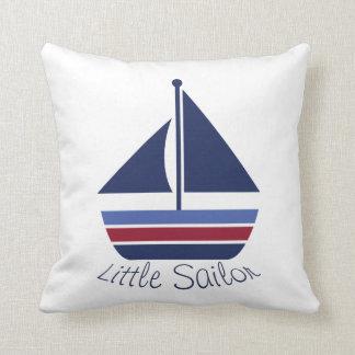 Pequeño velero del marinero del cuarto de niños cojín