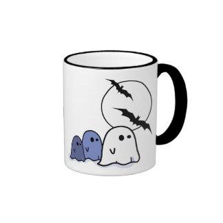 Pequeños fantasmas divertidos. Taza de Halloween