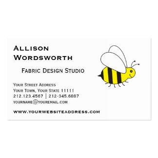Pequeños ocupados manosean la abeja tarjetas de visita