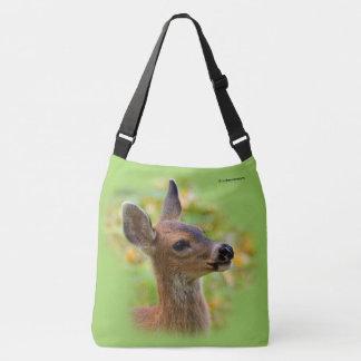 Perfil de un ciervo de cola negra joven bolsa cruzada