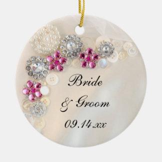 Perlas blancas y el casarse rosado de los botones adorno de cerámica