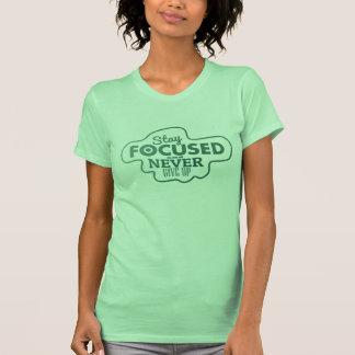 Permanezca enfocado y nunca dé para arriba la camiseta