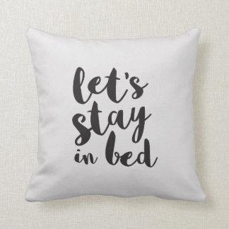 Permanezcamos en almohada de cama