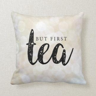 Pero primero, té en oro cojín decorativo