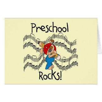 Perrito con las rocas del preescolar del lápiz tarjeta de felicitación