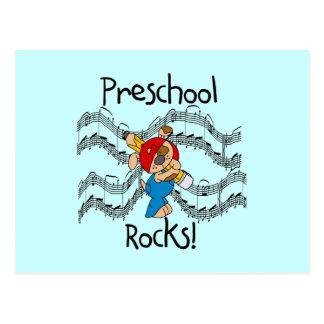 Perrito con las rocas del preescolar del lápiz tarjetas postales
