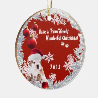Perrito de atracción del dogo de la versión tres adorno navideño redondo de cerámica