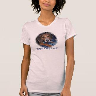Perrito del beagle con actitud camiseta