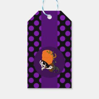 Perrito del beagle con la calabaza y los puntos etiquetas para regalos