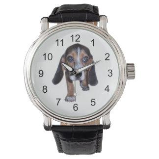 Perrito del beagle que camina - escoja su color de reloj