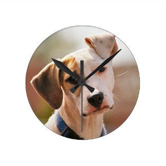 Perrito del beagle reloj redondo mediano
