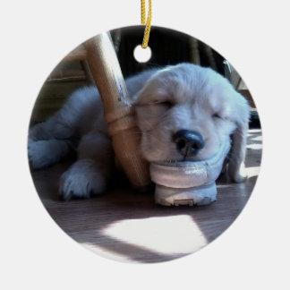 Perrito del golden retriever el dormir--Jánuca Adorno Redondo De Cerámica