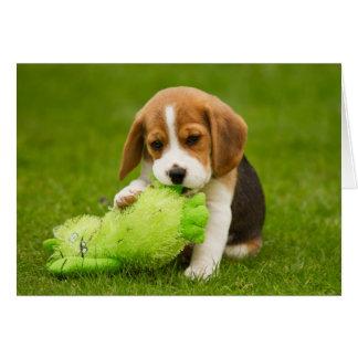 Perrito dulce del beagle con el juguete mimoso tarjeta de felicitación
