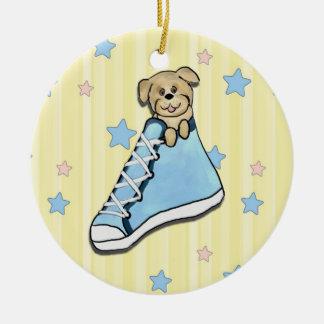Perrito en un ornamento azul del zapato ornamentos para reyes magos
