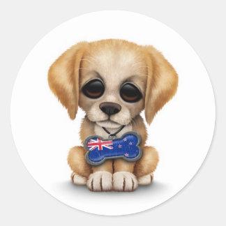 Perrito lindo con la etiqueta de la bandera de